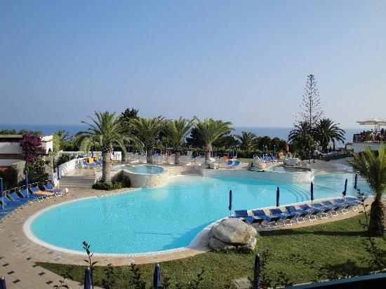 Rocca Nettuno Tropea: swimming pool- a view from the room in the main building
