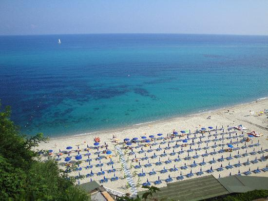 Rocca Nettuno Tropea: the beach - view from the lifts