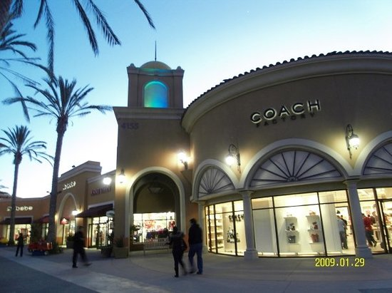 ‪San Diego Factory Outlet Center‬