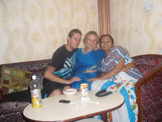 เฮเว่น เกสท์ เฮ้าส์: Dressed up in a sari with Nisha