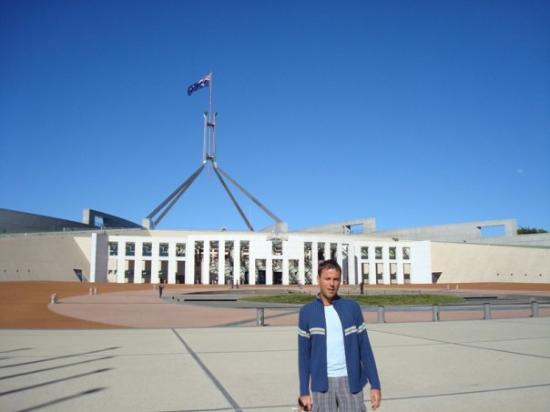 Canberra, Australia: Pred parlamentom v Canberri
