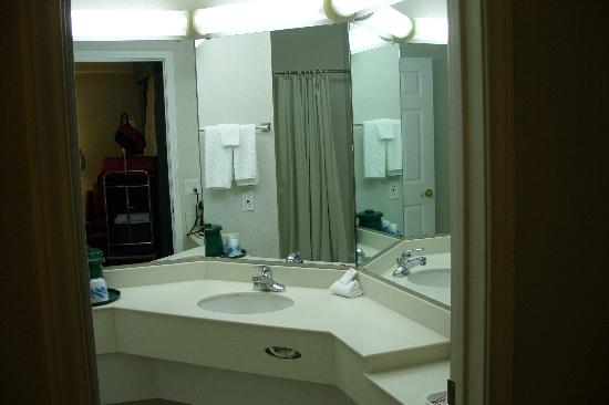La Quinta Inn Denver Golden: Bathroom