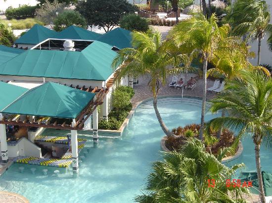 Marriott's Aruba Ocean Club: pool bar area