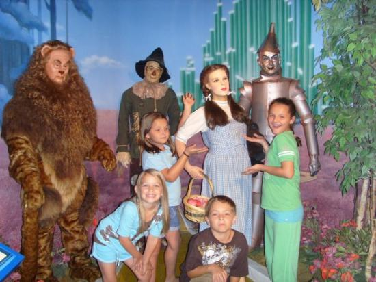 Gracie Caitlyn Jesse And Chloe At The Hollywood Wax