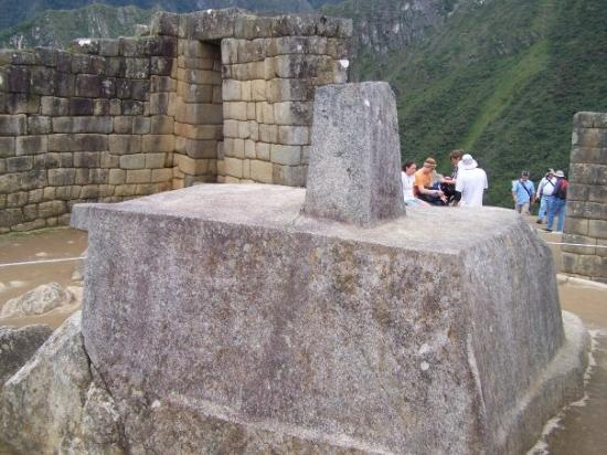 Intihuatana Stone: El Intihuatana