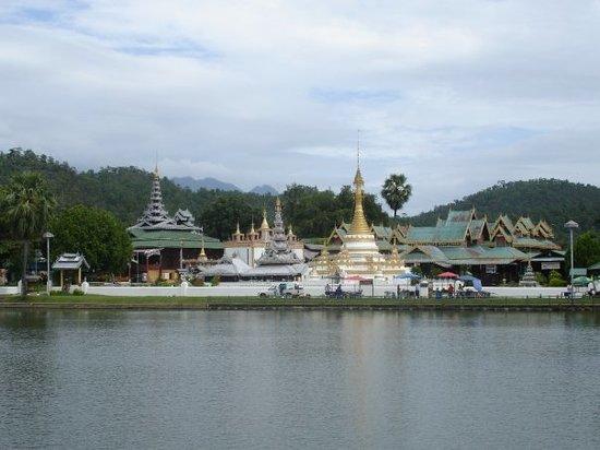 MaeHongSon Lake