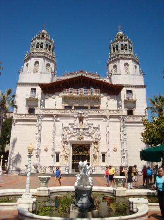 San Simeon, CA: The front Casa Grande and the Plaza.