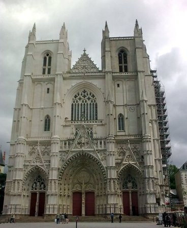 ‪Cathedrale de Saint-Pierre et Saint-Paul‬