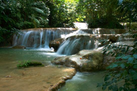 Mele Cascades: Some small falls on walk to Mele Cascade Falls