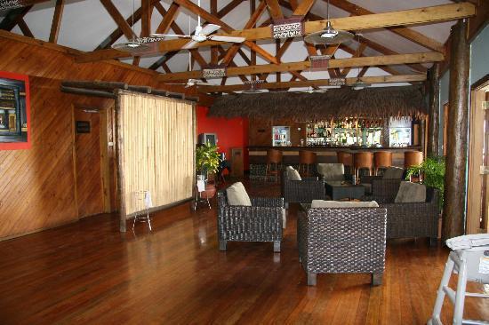 Wananavu Beach Resort: Bar/dining room