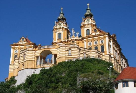 เมลค์แอบบี: Another hill to climb, The Abbey at Melk, Austria.  The climb may be a challenge but the views a