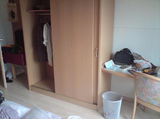 Hotel Luna : closet