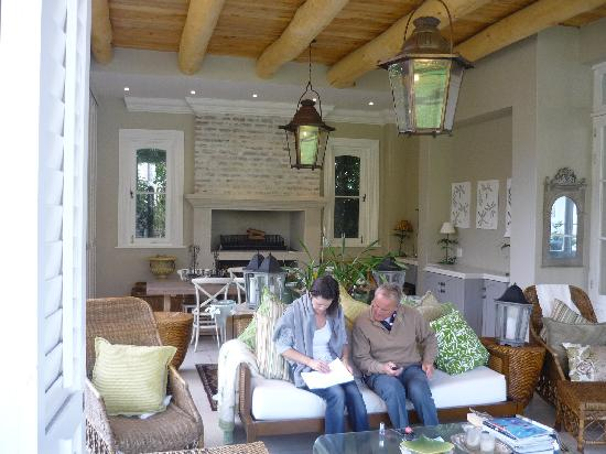 Chez Nous : The outside breakfast area overlooking Table Mountain