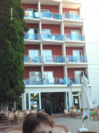 Gran Hotel Don Juan : vue de la terrasse piscine principale