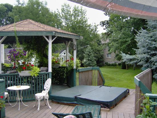 Butler Creek Hot Tubs and Suites Bed and Breakfast: Roomy also!!!