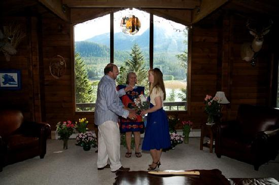 Alaska Wolf House: Our wedding at Alaska Wolf Lodge