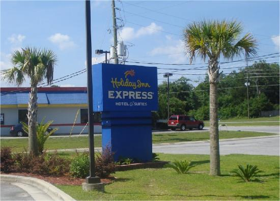 Holiday Inn Express Hotel & Suites Pensacola W I-10: Hotel Entrance