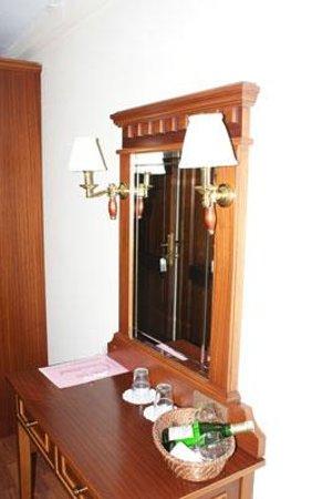 Emine Sultan Hotel & Suites: Room