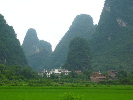 Yangshuo Outside Inn: near the village