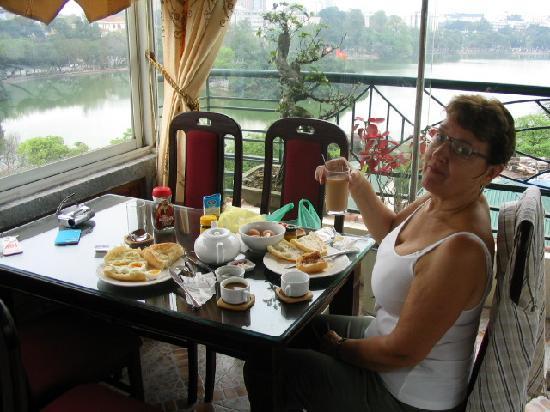 Hanoi Morning Hotel: Breakfast room