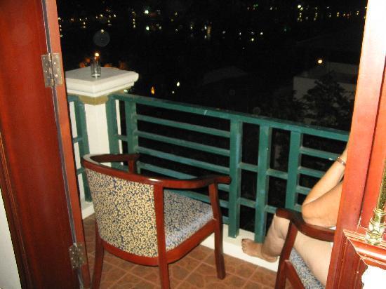 Hanoi Morning Hotel: Balcony view , night time
