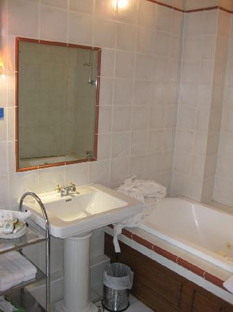 Le St Barnabe Hotel & Spa: Bad auf den ersten Blick ok