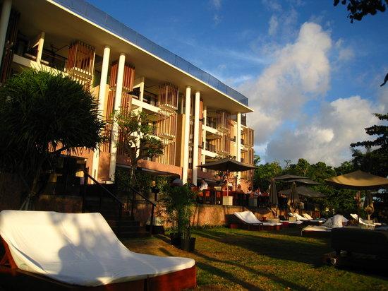 อนันตรา เซมินยัก รีสอร์ท แอนด์ สปา: ビーチからホテルを
