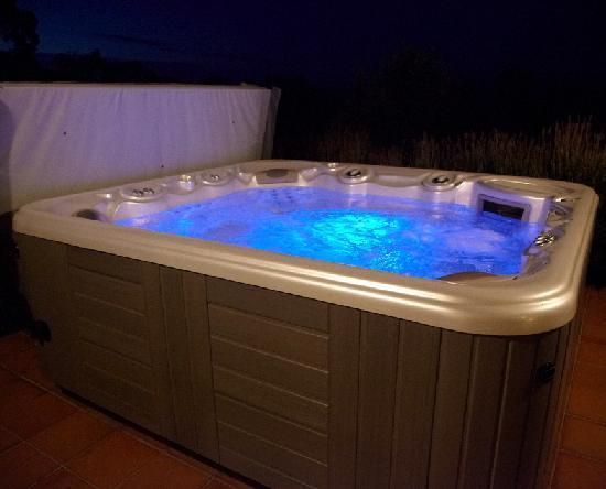 Akrotiri Estate Olive Grove & Accommodation: The 6 seat hot tub