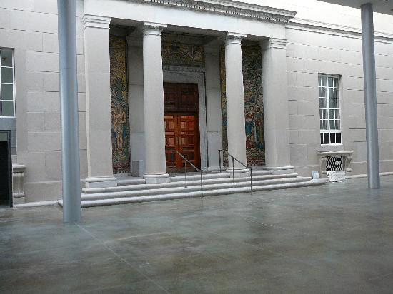 Currier Museum of Art: Winter Garden