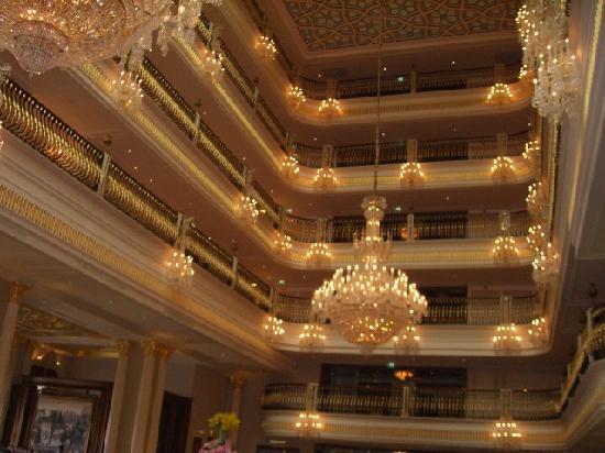 โรงแรมมาร์เดนพาเลซ: goldene Eingangshalle