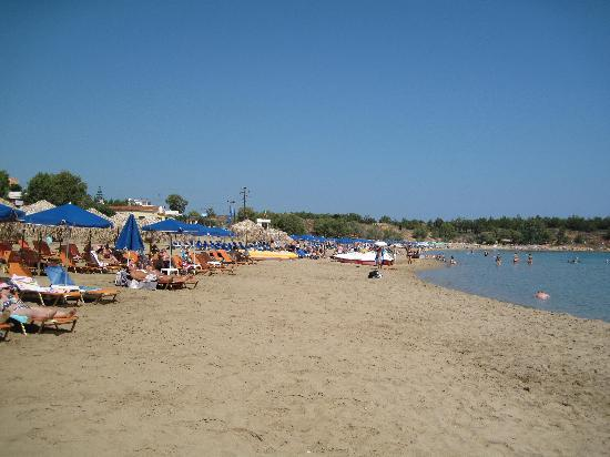 Akti Hotel: beach in front of the hotel