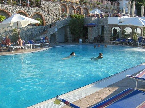 Al mulino bewertungen fotos preisvergleich anacapri for Swimming pool preisvergleich