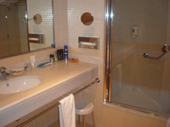 HOTEL SH IFACH: cuarto baño