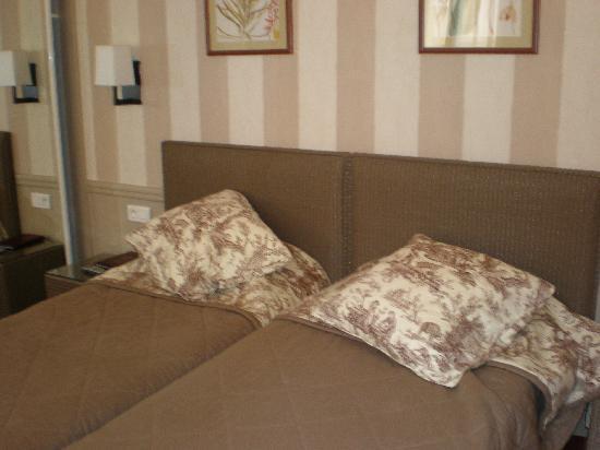 Hotel des Deux Iles: Hotel Deux Iles twin room