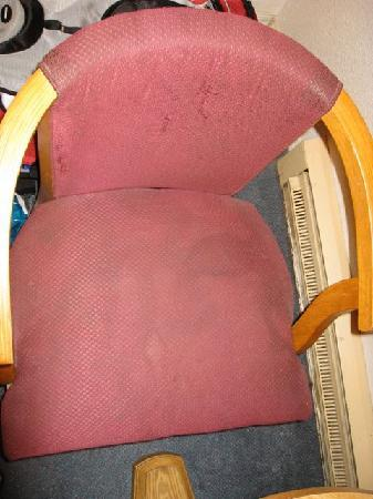 Redwood Inn: Another filthy chair