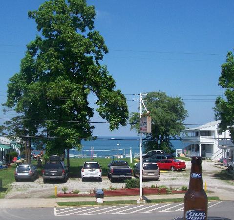 The Pavilion Bar & Grill: Lake veiw