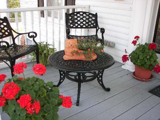 Belhaven Water Street Bed and Breakfast, Ltd.: Front porch