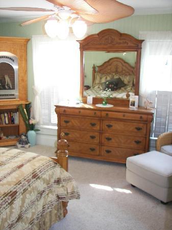 Belhaven Water Street Bed and Breakfast, Ltd.: Sage Room