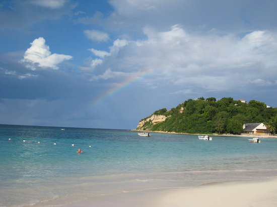 Willikies, แอนติกา: view of beach with rainbow