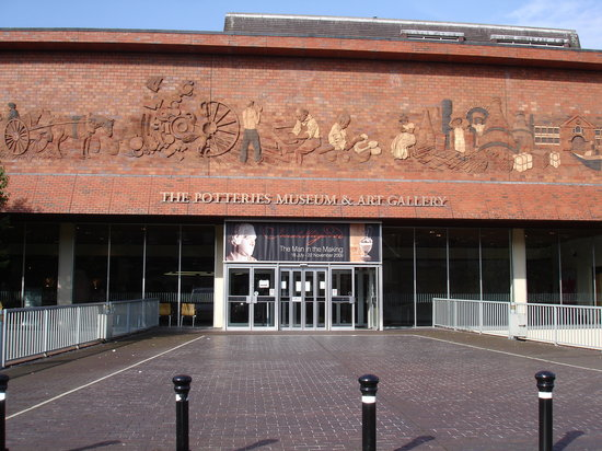 ‪The Potteries Museum and Art Gallery‬