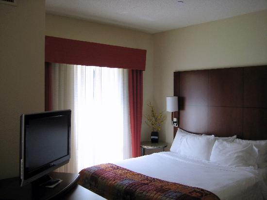 Residence Inn Jackson Ridgeland: Bed Area