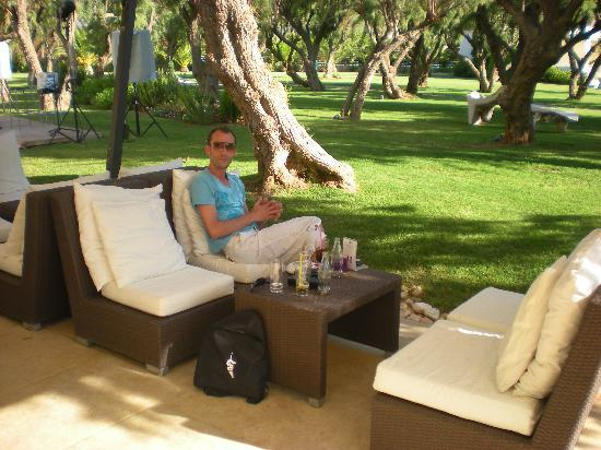 jardin bar fotograf a de plaza resort hotel anavyssos. Black Bedroom Furniture Sets. Home Design Ideas