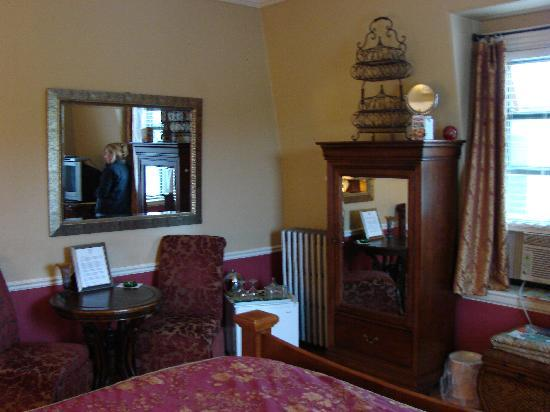 Morrill Mansion Bed & Breakfast: Our room