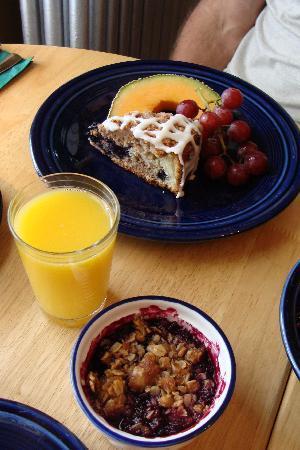 Morrill Mansion Bed & Breakfast: breakfast