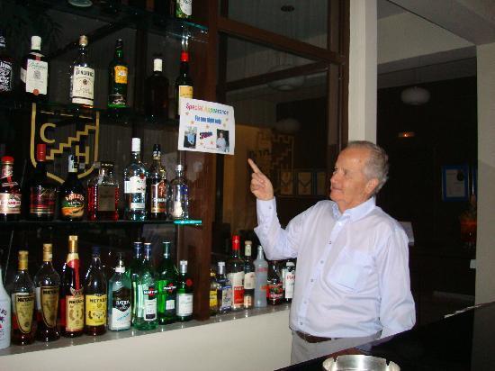 Castelli Hotel: Spiros working the bar!!