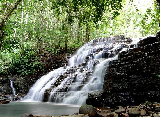 Cascadas Farallas Waterfall Villas: Waterfall - 100 yards from villas
