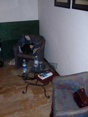 La Colonnina Hotel: Seating Area in Bedroom