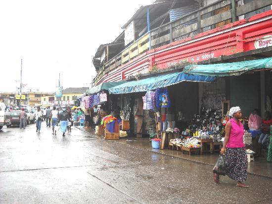 The Almond Tree Guest House: Outside the Takoradi Circle Market