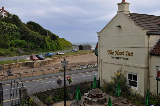 Sandsend, UK: The Hart Inn yard was usually full of people during opening hours.