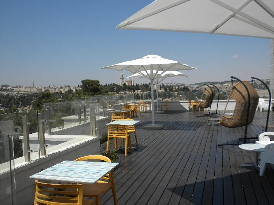 Dan Boutique Jerusalem: The roof deck--It's got a great view of Mount Zion and the city